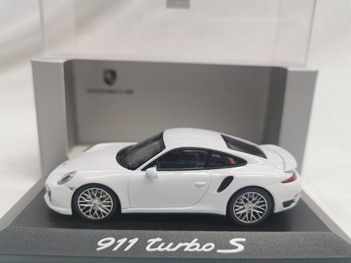 Porsche 911 ( 991 ) Turbo S 2014 Wit 1-43 Minichamps ( Dealer )
