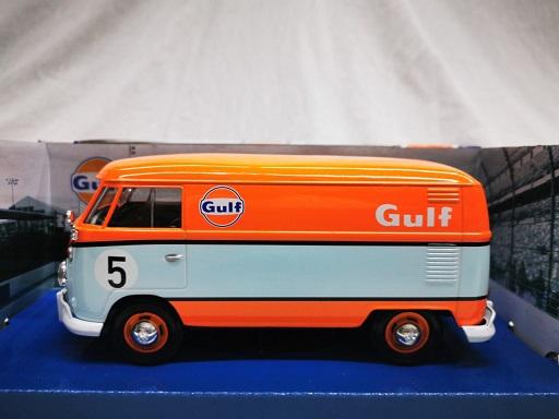 """Volkswagen T1 Bus ( Type 2 ) Delivery Van """"Gulf"""" #5 Lichtblauw / Oranje 1-24 Motormax"""