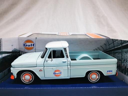 "Chevy C10 Fleetside Pick Up 1966 ""Gulf"" Lichtblauw 1-24 Motormax"