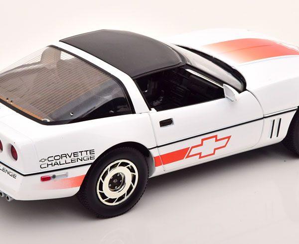 Chevrolet Corvette C4 1984 Wit / Oranje 1-18 Greenlight Collectibles